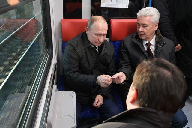 Главы регионов в России скоро смогут избираться на свой пост неограниченное количество раз. Спецкор Медузы Андрей Перцев объясняет, зачем это понадоб
