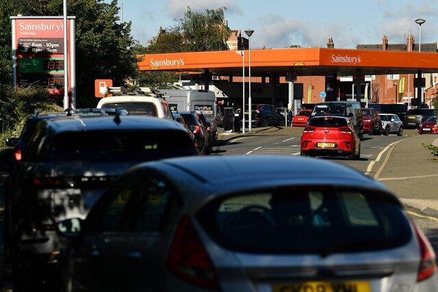 В Великобритании на заправках заканчивается бензин. Виноват не только Брекзит  и не только ковид