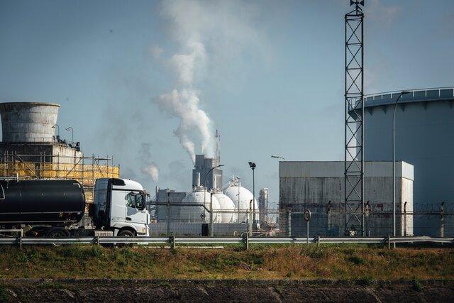 С 2014 года нефть не была такой дорогой, как сейчас. Как (странным образом) на это повлияли планы перехода к зеленой энергетике И что это даст России