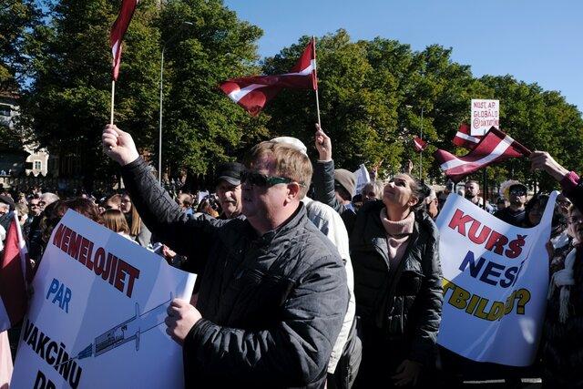 В начале пандемии Латвию считали образцовой страной в плане борьбы с ковидом. Теперь она  1 в мире по числу заболевших на душу населения. Власти пров
