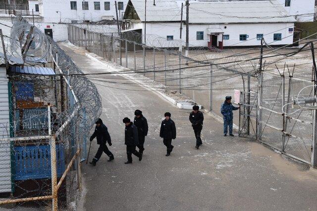 Пытки  это такое спецмероприятие. Информатор Gulagu.net Сергей Савельев рассказал Би-би-си, как получил видеоархив с пытками заключенных. Коротко