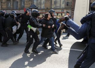A demonstrator is arrested in St. Petersburg. May 1, 2019