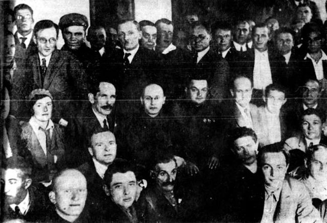 A group of writers with the head of the White Sea Canal (second row, fourth from the right). 1933.