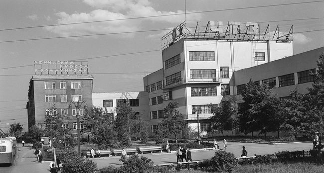 A 1968 view of the Chelyabinsk tractor factory.