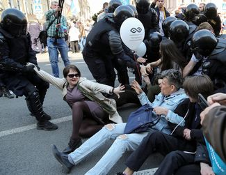 Opposition activists are arrested in St. Petersburg. May 1, 2019