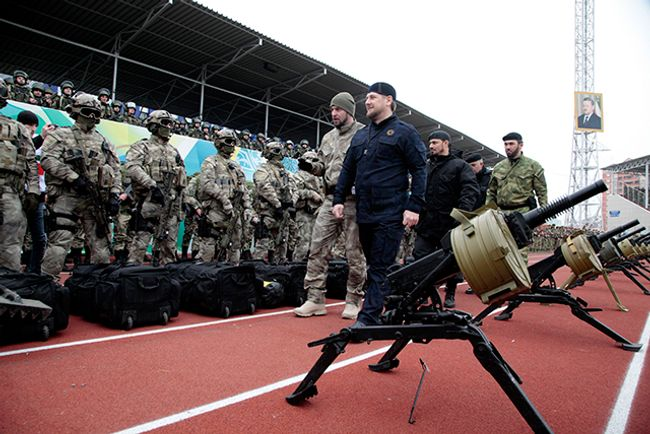 Ramzan Kadyrov inspects the troops in Grozny, December 28, 2014