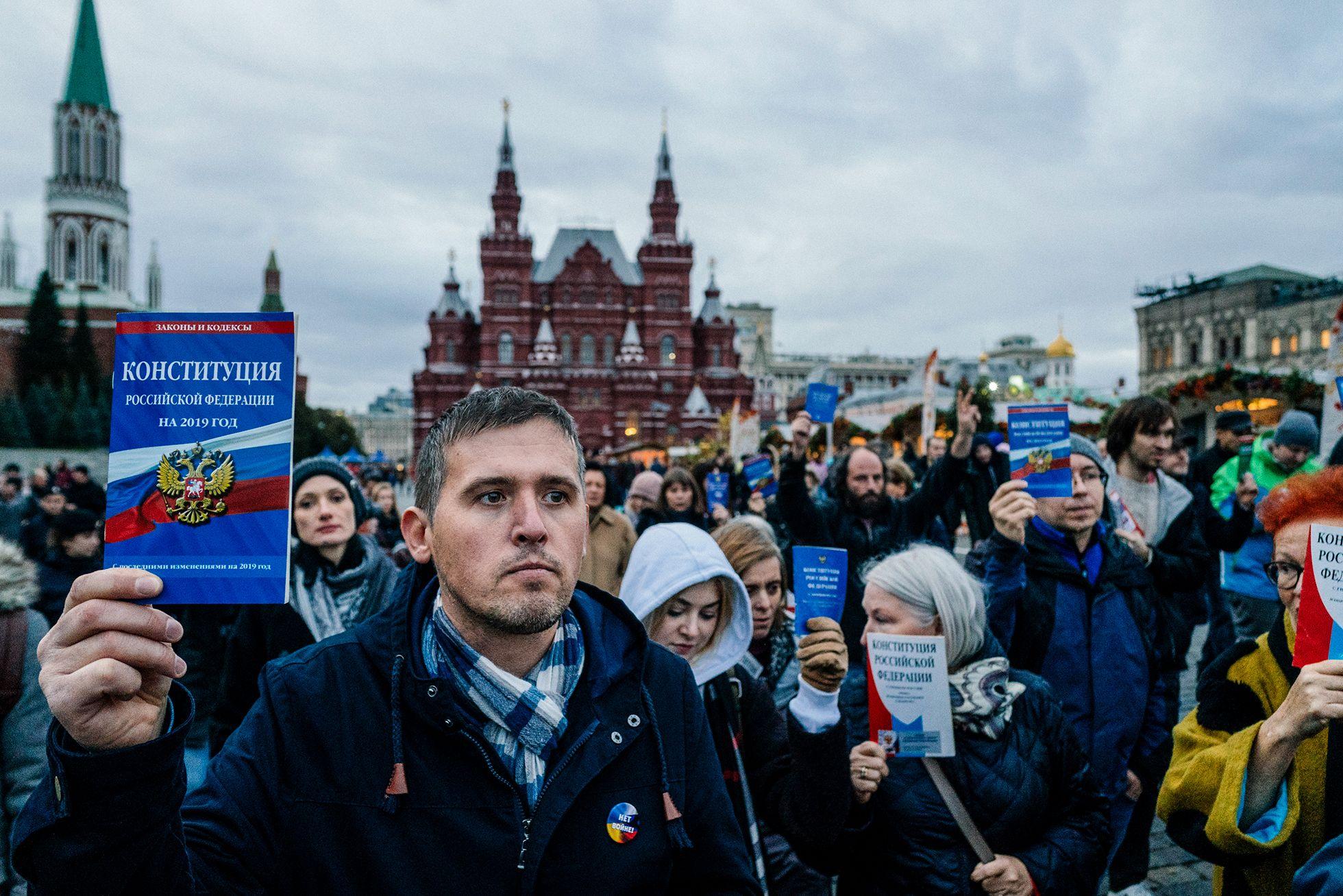 сжимает правда россии в фото знаки интернет-магазине