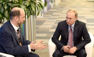 "German Klimenko and Vladimir Putin at the ""Internet Economy"" forum in Moscow. December 22, 2015."