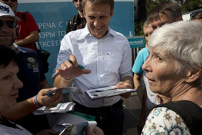 Alexei Navalny meets with Moscow voters on August 23, 2013.
