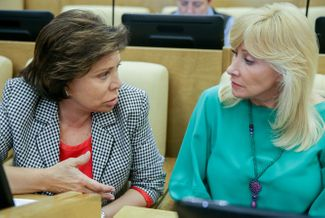 Oksana Pushkina (right) and her often supportive colleague Irina Rodnina.