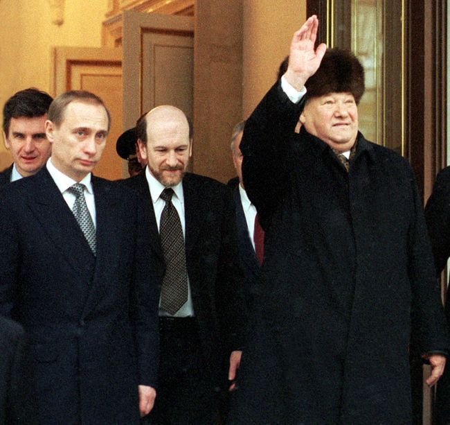 Boris Yeltsin leaves the Kremlin after transferring power to Vladimir Putin. Pictured center: chief of staff Alexander Voloshin. Moscow, December 31, 1999.