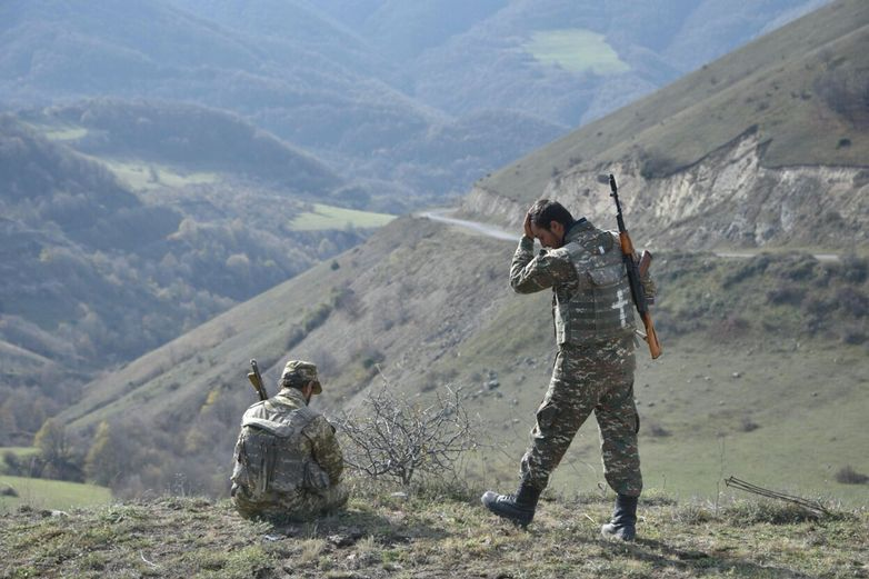 Алиев и Пашинян объявили о прекращении огня в Карабахе