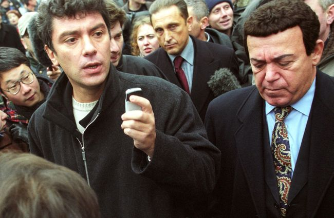Boris Nemtsov, the leader of the Union of Right Forces political party, and State Duma deputy Joseph Kobzon in talks with the terrorists on October 24. During the day, Nemtsov, Kobzon, and other negotiators made several visits to the seized theater and negotiated the release of several hostages.