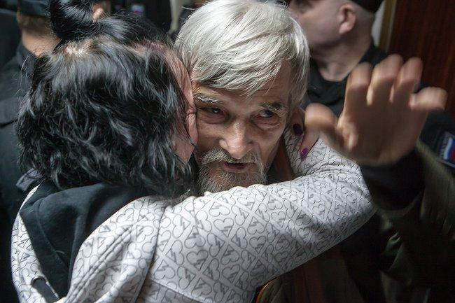 Yuri Dmitriev's daughter, Katerina Klodt, hugs her father after his acquittal by the Petrozavodsk City Court, April 6, 2018