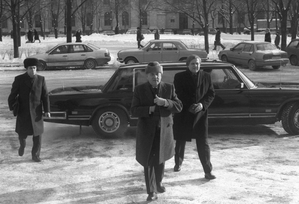 Gorbachev arrives at the building allocated to his foundation, the former Institute of Social Sciences on Leningradsky Prospect, to meet with former U.S. Secretary of State Henry Kissinger. January 14, 1992