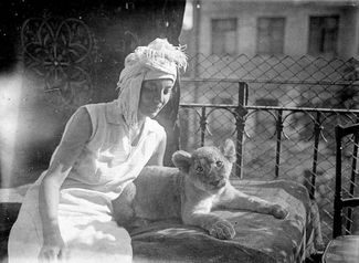 Vera Chaplina with months-old Kinuli on the balcony of their communal apartment, summer 1935