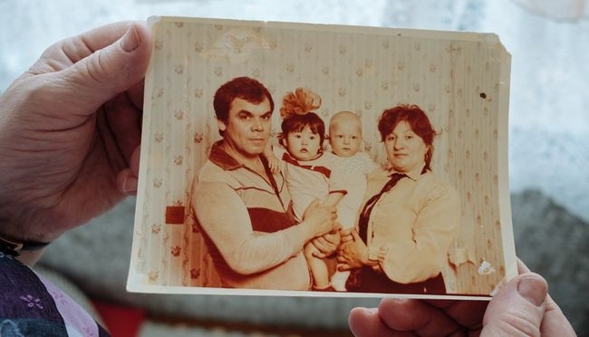 Zoya Tuganova with her husband Mikhail, daughter Katya (in her father's arms), and her grandson. Photograph from the early 1980s
